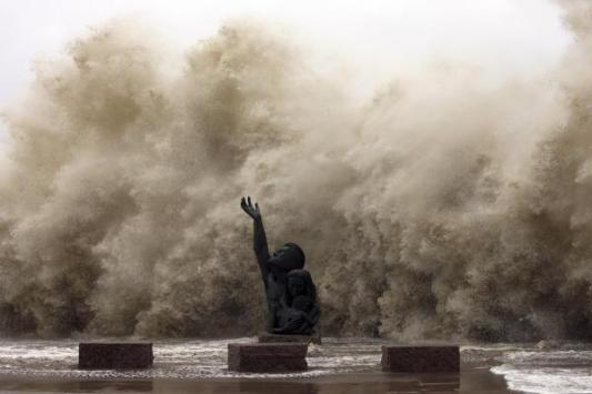 The iconic statue on the Seawall as the storm rolled in.
